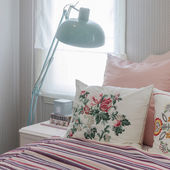Pink pillows on bed in bedroom at home — Stock Photo