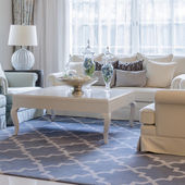 Luxury living room with classic sofa and table — Stock fotografie