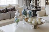 Luxury earth tone living room with green leave in glass vase at  — Stock fotografie