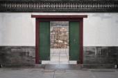 Old wood door in china — Zdjęcie stockowe