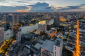 Bangkok cityscape and Chaophraya River with cloud — Stock Photo