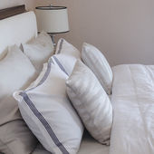Luxury bedroom with white pillows on bed — Stock Photo