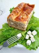 Мясной пирог с сыром — Стоковое фото