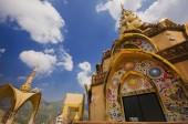 Schöne Tempel in Nord-thailand. — Stockfoto