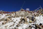 Tibetan prayer flags at Khardung La Pass Ladakh ,India — Stock Photo