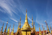 Golden pagoda and blue sky. — Stock Photo