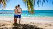 Couple In Palm Grove On Tropical Beach — Foto Stock