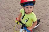 Küçük bisiklet sürücüsü — Stok fotoğraf