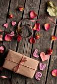 Word Love and gift box — Stock Photo