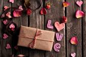 Word Love with gift box on wooden plates — Stockfoto