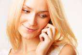 Woman talking by cell phone — Stock Photo