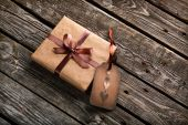 Vintage gift box with gift tag — Foto de Stock
