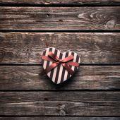 Heart shaped Valentines Day gift box — Stockfoto