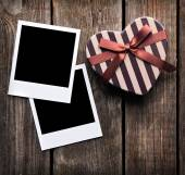 Photo frames and gift box on old wood — Stockfoto