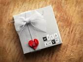 Gift box with heart shape and love text — Zdjęcie stockowe
