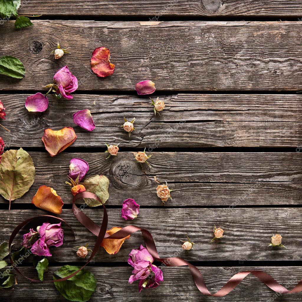 Cadre avec p tales de roses et fleurs s ch es photo 63051491 - Petales de roses sechees ...