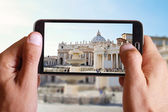 Male hand taking photo of st peter basilica in Vatican with cell, mobile phone. Europe travell, Italian holiday. — Stock Photo