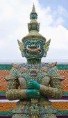 Giant at Emerald Buddha temple, Bangkok, Thailand. — Стоковое фото