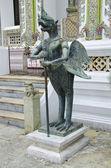 Half bird and human statue at Emerald Buddha Temple — Stockfoto