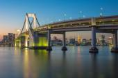 Rainbow bridge at night with Tokyo tower in background — Stock Photo