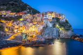 Twilight of Manarola, one of the five villages of the Cinque Ter — Stock Photo