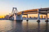 Rainbow Bridge at sunset in Tokyo, Japan — Stock Photo