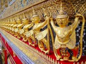 Golden Garuda At Wat Phra Keaw — Stock Photo