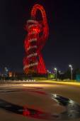 Night view of the Arcelormittal Orbit in Queen in Elizabeth Olympic Park - London, UK — Stock Photo