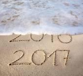 Resultado de imagem para 2017 escrito em areia molhada