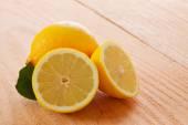 分離した新鮮なレモン. — ストック写真