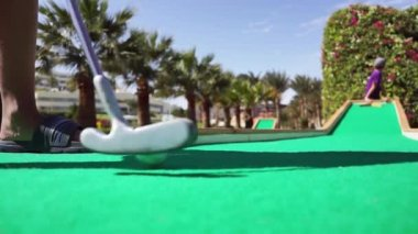 A boy plays in the mini golf — Stock Video