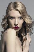 Krásná dívka modelu krásy zastřelil černá bílá — Stock fotografie