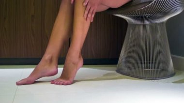 Perfect tanned female legs — Stock Video