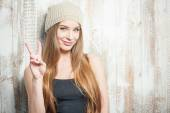 Cheerful hipster woman is wishing peace everyone — Stock Photo
