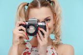 Beautiful young girl is making interesting photograph — Stock Photo