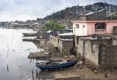 Houses by the river, Haiti — Stock Photo