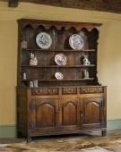 Old english antique oak kitchen dresser — Stock Photo