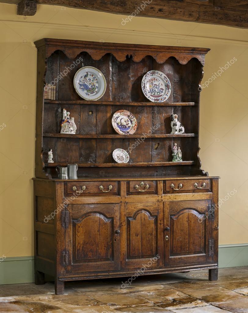 Oude engelse antiek eiken keuken dressoir — stockfoto © jak30 ...