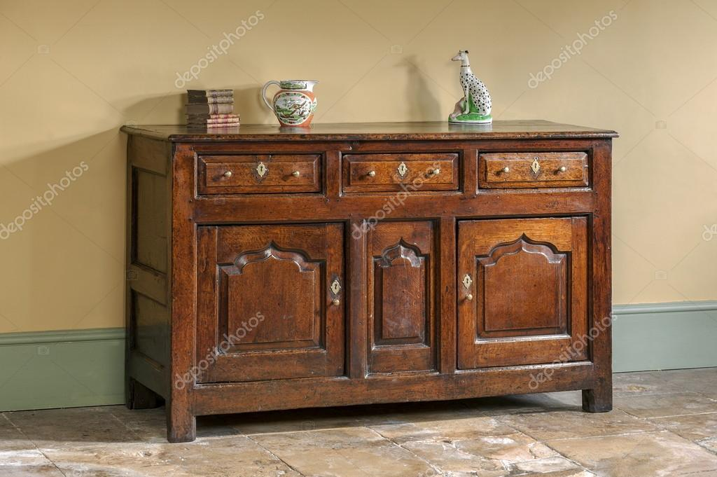 Oude engelse antiek eiken keuken dressoir base — stockfoto © jak30 ...