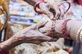 Bangle seller in India — Stock Photo