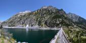 Dam of Cavallers Lake in Alta Ribagorca of Catalan Pyrenees — Stock Photo