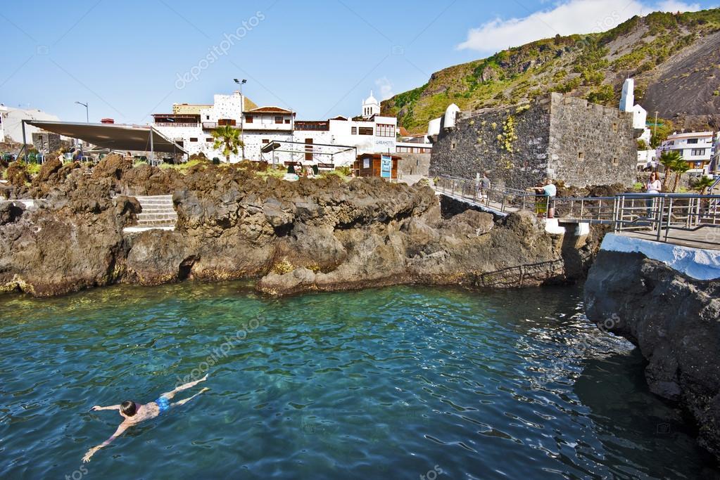 Villaggio di garachico e piscine naturali nell 39 isola di tenerife foto editoriale stock - Isola di saona piscine naturali ...