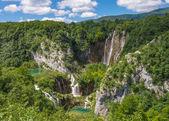 Paesaggio con cascate. — Foto Stock