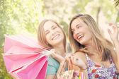 買い物袋を保持する女性 — ストック写真