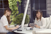 Νέοι επιχειρηματίες εργάζονται — Φωτογραφία Αρχείου