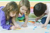 Children drawing together — Stock Photo