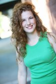 žena s úsměvem venku — Stock fotografie