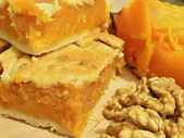 Pumpkin, pumpkin pie and walnut kernels — Stock Photo