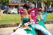 Thai people on the parade in ChiangMai Flower Festival 2013 — Stock Photo