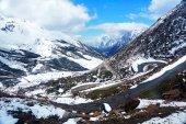 Carretera de montaña en nieve — Foto de Stock